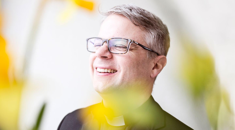 lediga-jobb-komminister-svenska-kyrkan-lidingo-forsamling