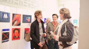 Besökare på Ung konst-utställningen 2015. Foto Evelina Carborn 2015.