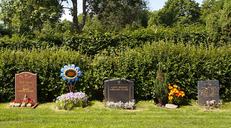 Gravstenar på Lidingö kyrkogård 2. Foto Martin Hultén 2011.