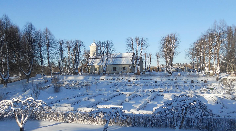 Lidingö kyrka under snötäcke