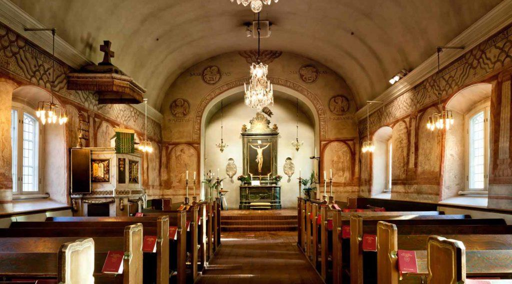 Lidingö kyrka. Kyrksalen mot altaret. Foto Tim Meier 2016.