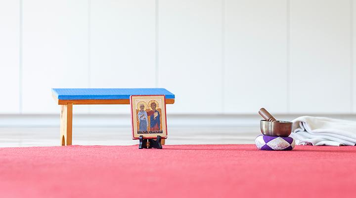 retreat- samlingsrum med tavla och skålx